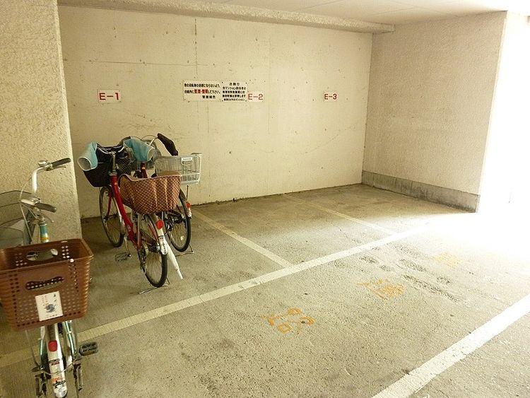 浅草ロイヤルマンションの駐輪場です。