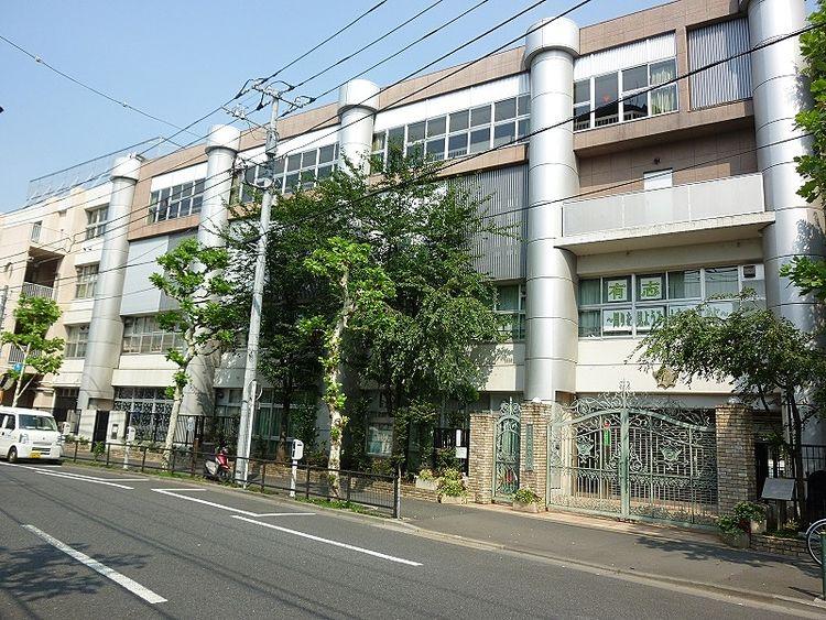 浅草ロイヤルマンション学区域の桜橋中学校です。