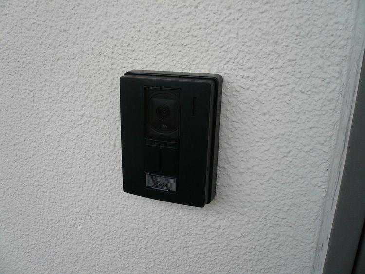安心のカメラ付きインターフォン