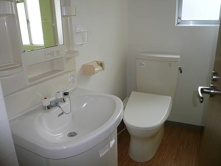 独立洗面台、洗浄便座付きトイレ