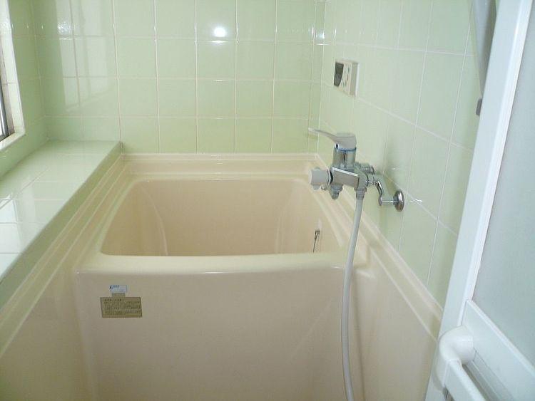 追い炊き機能付きの給湯器が設置されています。