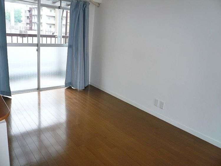 フローリングの綺麗なお部屋。