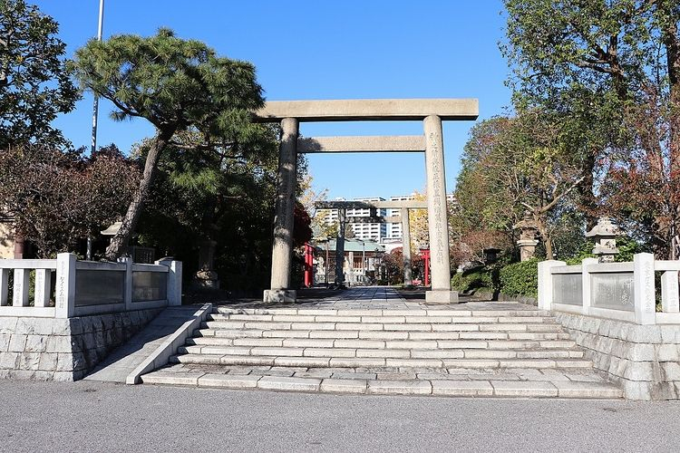 有名な書物や浮世絵、川柳、十返舎一九や池波正太郎の作品にも登場する著名な神社です。