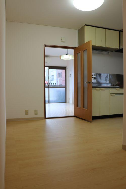 菊地ビル201号室のDKです。