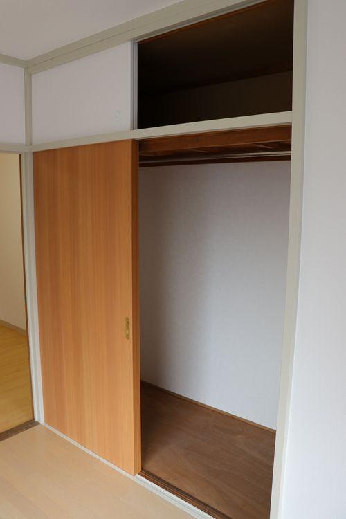 菊地ビル201号室のクローゼット内部です。