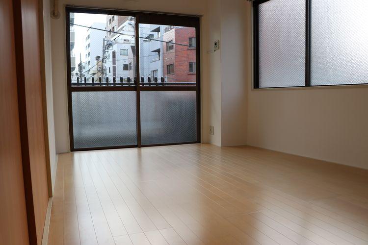 菊地ビル201号室の洋室です。