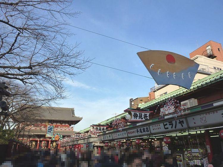有限会社アートライフで、浅草寺の初詣の混雑状況を予想します。
