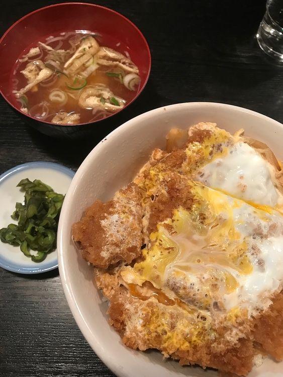 台東区上野6丁目にある「森の茶屋」のカツ丼です。