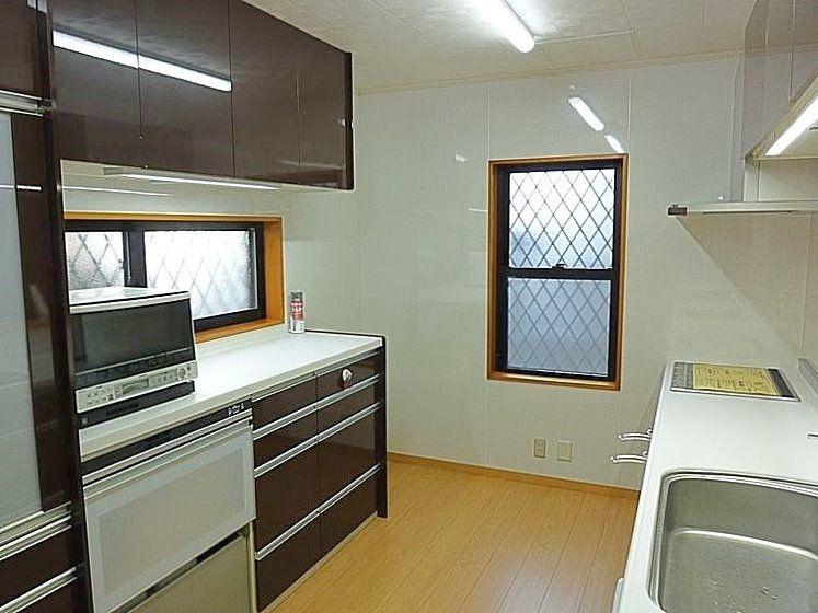 システムキッチンも交換。棚も新設。