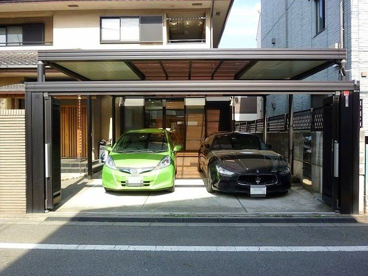 高級車2台でも並列駐車可能なカーポート。
