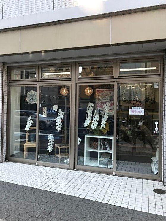 アートライフで、台東区浅草橋5丁目にある胡蝶蘭CALを紹介します。