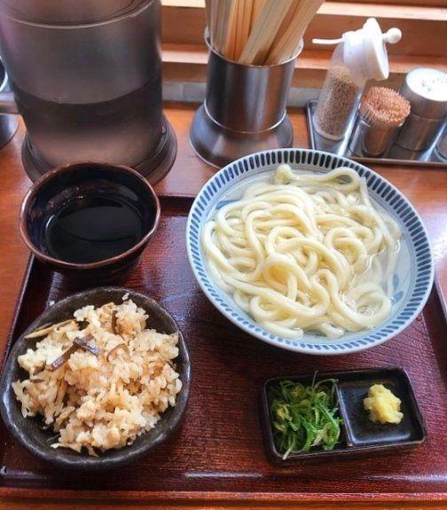 台東区浅草2丁目にある、釜うの釜揚げうどんと炊き込みご飯です。
