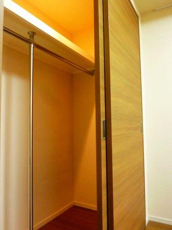 台東区西浅草3丁目にある浅草タワーの室内ウォークインクローゼット写真です。