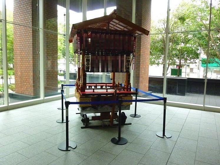 台東区西浅草3丁目にある浅草タワーのロビーに飾られた山車です。