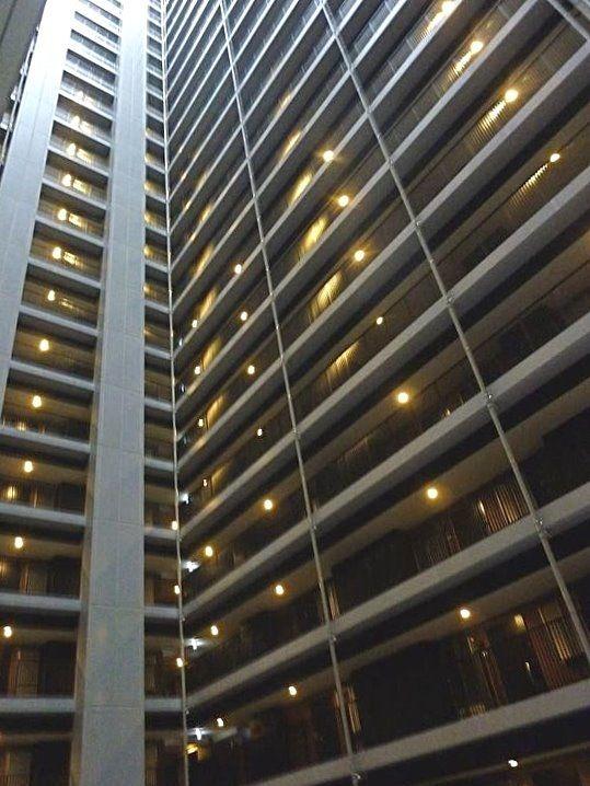 台東区西浅草3丁目にある浅草タワーの廊下です。
