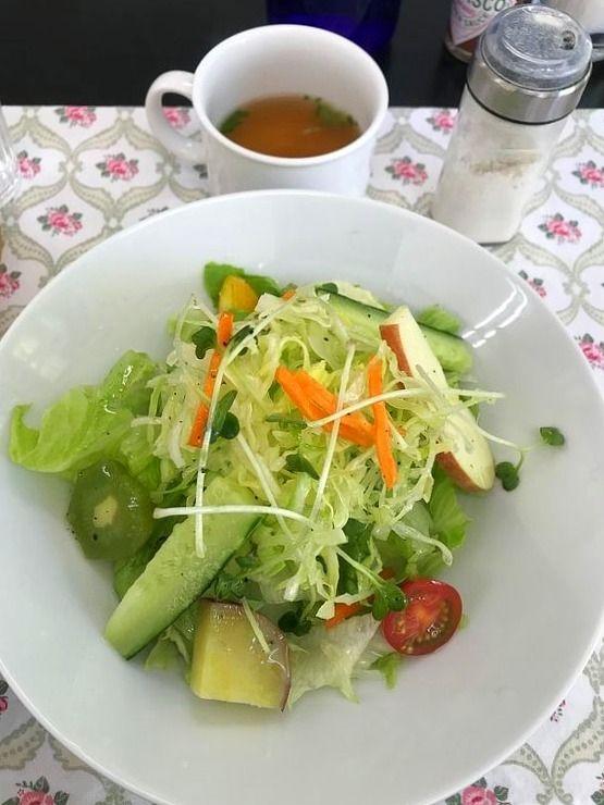 気ままなキッチンのサラダです。
