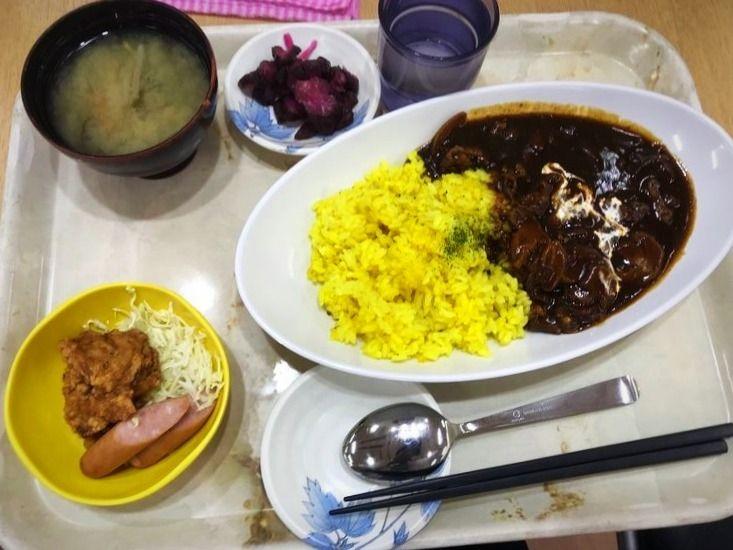台東区役所職員食堂の定食の写真です。