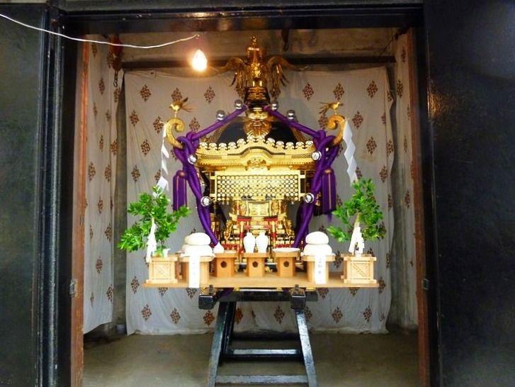 矢先稲荷神社のお神輿です。