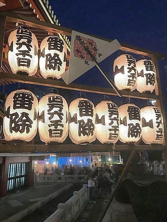 浅草寺の四万六千日の様子です。