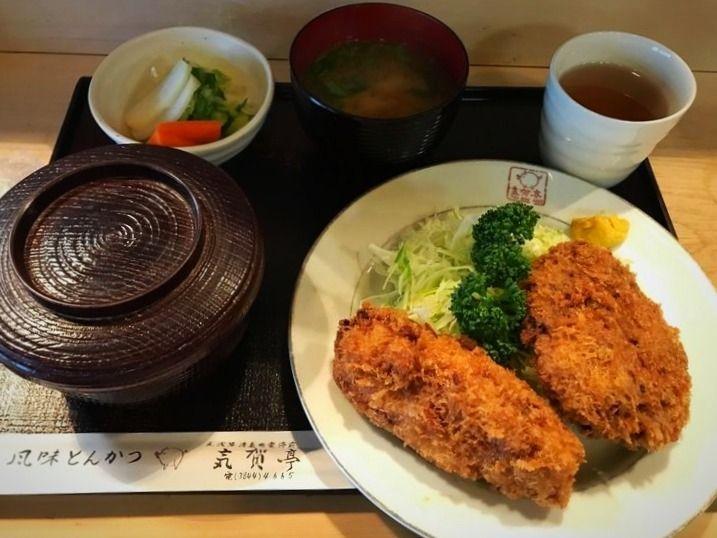 台東区松が谷1丁目にある気賀亭のメンコロ定食です。