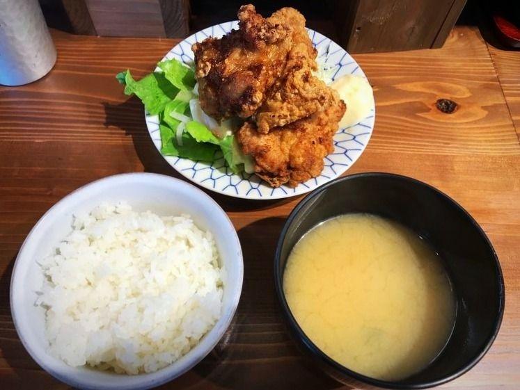 台東区東上野にある、けいすけのザンギ定食です。
