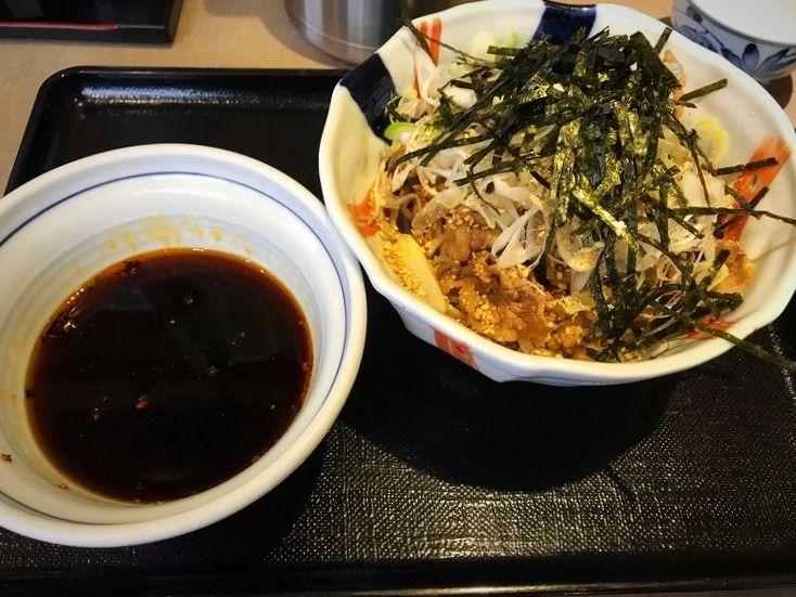台東区東上野3丁目にある、蕎麦しんのつけ蕎麦です。