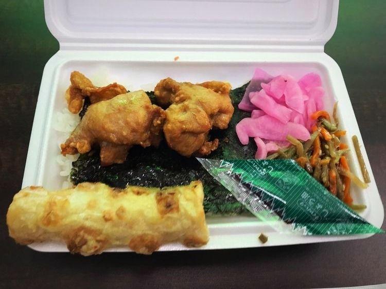 台東区三筋2丁目にあるはやしやさんのお弁当、唐揚げは揚げたて、ご飯も温かいです。