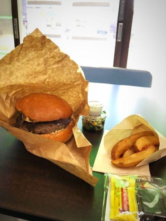 松が谷2丁目にあるクラフトバーガー&グリル ジローの、ハンバーガーです。