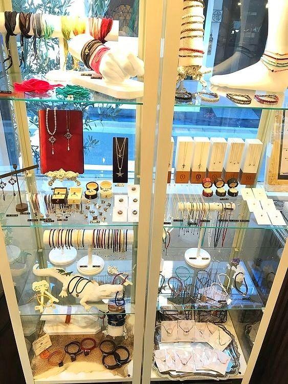 台東区柳橋1丁目にあるレザー&アクセサリーショップ「リベルタストーキョー」の店内写真です。