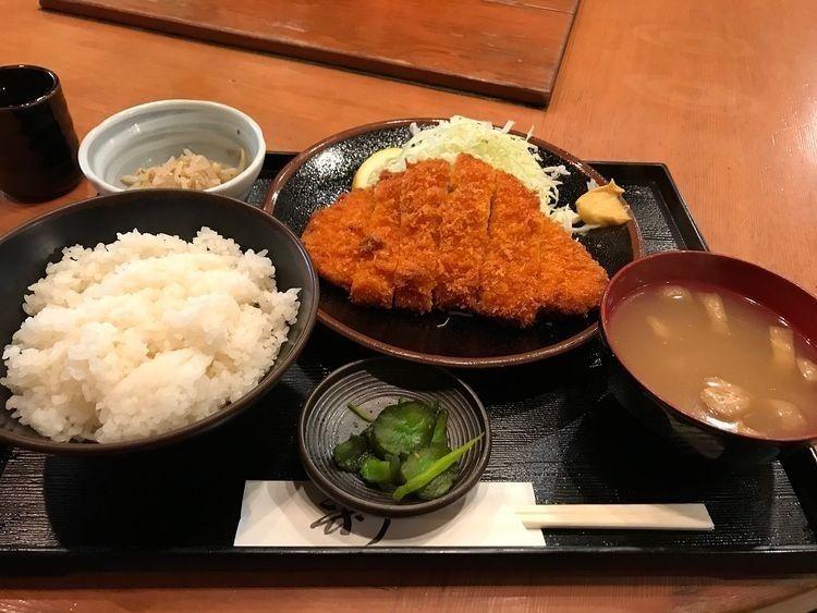 台東区北上野2丁目にある居酒屋「元治郎」のランチ、チキンカツ定食です。