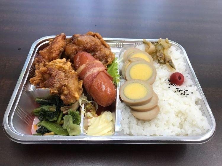 台東区松が谷2丁目にある精肉店、肉のマルタケのカラアゲ弁当です。