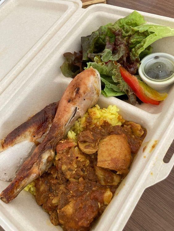 台東区西浅草3丁目にあるチキンプレイス・ロティサリーズ合羽橋店の、クォーターチキン&ハーブライス弁当です。