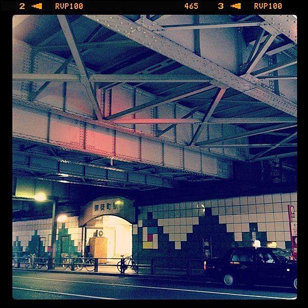 御徒町駅北口ガード下です。