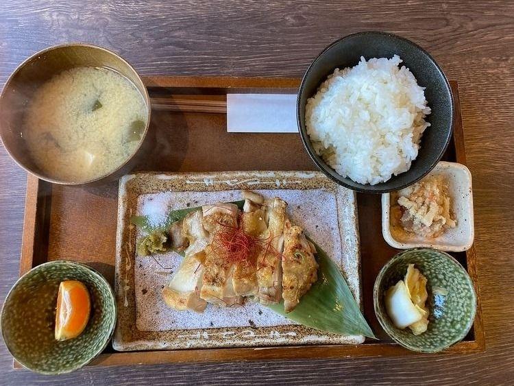石濱神社内にある石濱茶寮、楽の定食です。