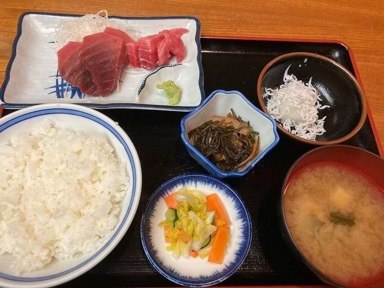 台東区寿2丁目にある居酒屋、遠州屋の刺身ランチ定食です。