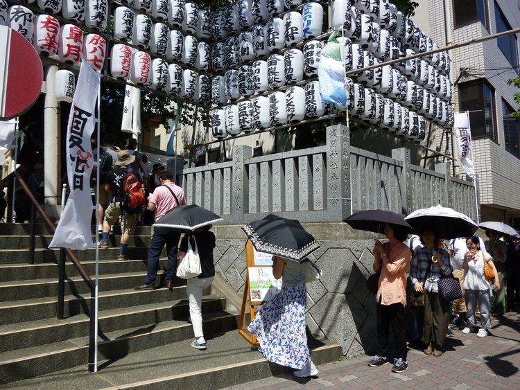 お富士さんの植木市、浅間神社の写真です。