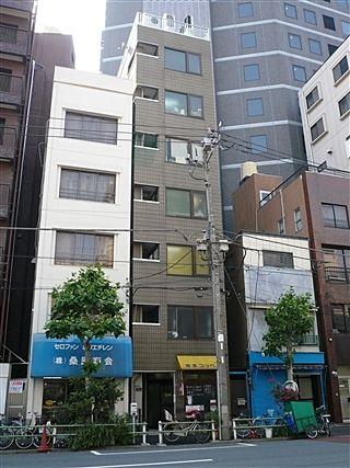 台東区東上野5丁目にある、イーストUビルの外観写真です。
