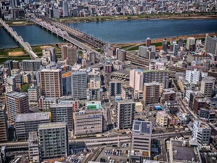 隅田川を墨田区側の上空から撮影した写真です。