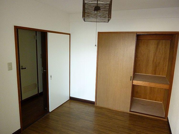 浅草ロイヤルマンション室内、洋室部分です。