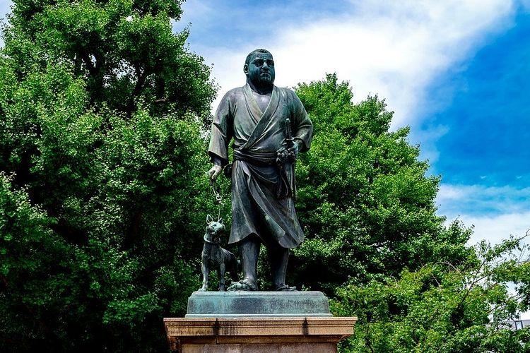 上野公園に建っている西郷隆盛像の写真です。