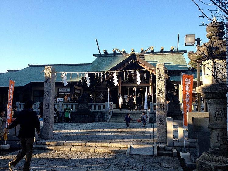荒川区南千住3丁目にある石浜神社の社殿の写真です。