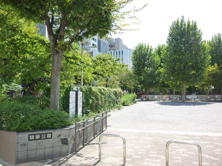 台東区蔵前4丁目にある、精華公園の入口写真です。