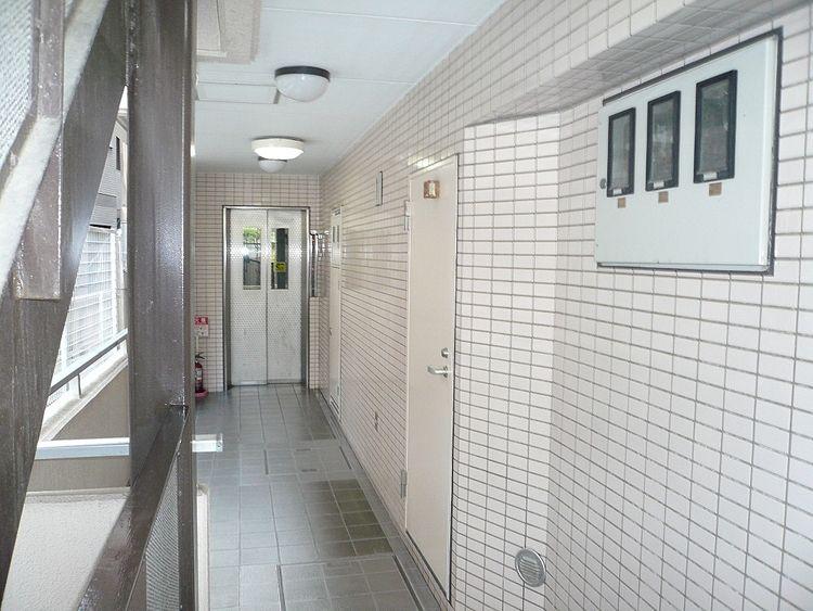 レジェンド東向島、共用廊下の写真です。
