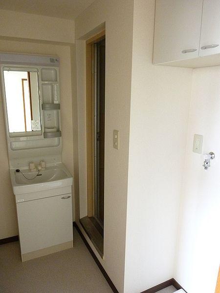 浅草ロイヤルマンション、洗面所の写真です。