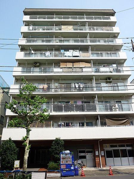 台東区今戸2丁目にある、浅草ロイヤルマンションの外観写真です。