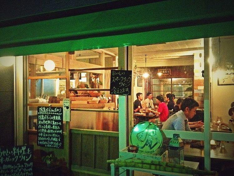 浮島ガーデンという料理店の外観写真です。