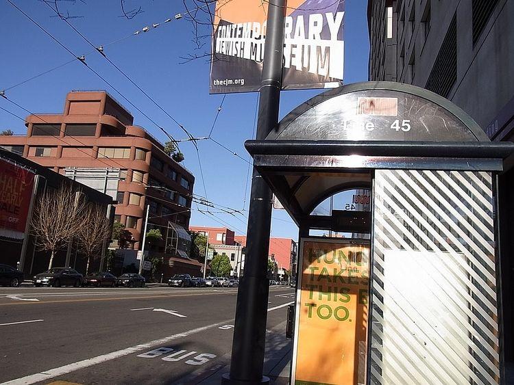 外国のどこかのバス停