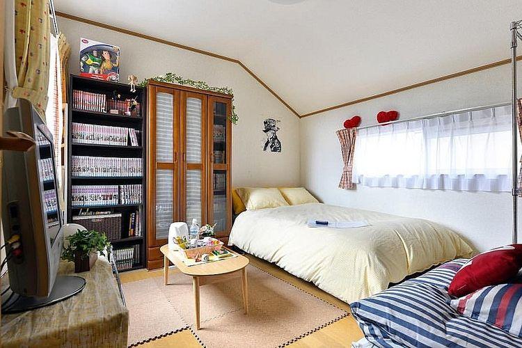 綺麗に整頓された洋室の写真です。