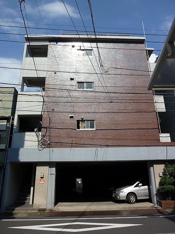 墨田区本所1丁目にある、コーポ岩本の外観写真です。