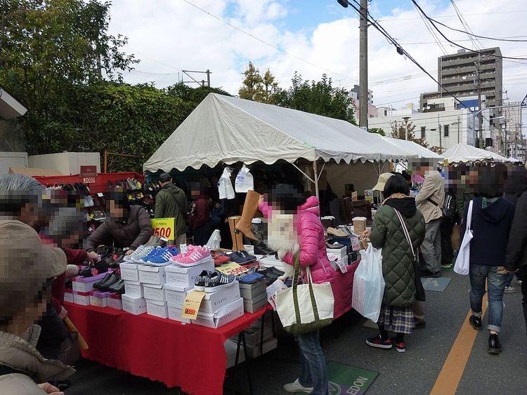第44回靴のめぐみ祭り市、玉姫稲荷神社周辺の様子です。